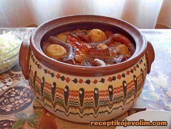 pasulj u glinenoj posudi